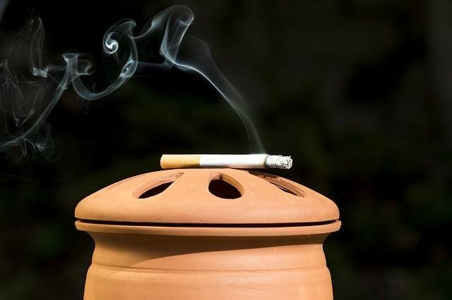 Zigarette qualmt